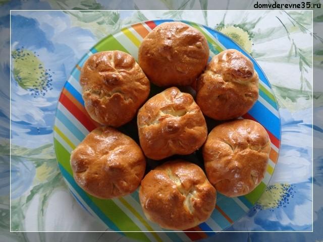 Сдобные пирожки с яблоками